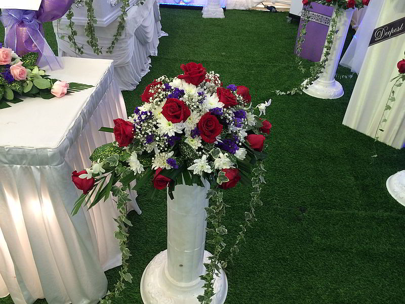 funeral-flowers-roman-stand